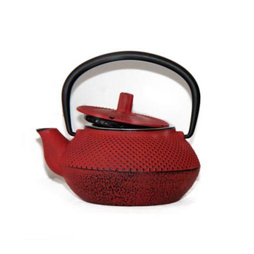 tetera de hierro de color rojo